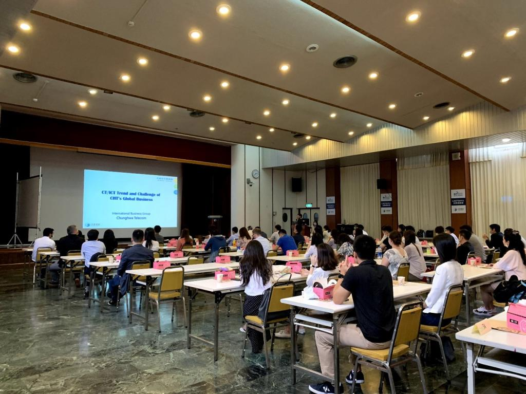 CHT introduction presentations are starting-1_向學生簡介中華電信-1